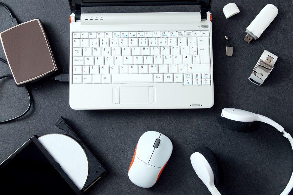 パソコン以外に必要なツールは何?